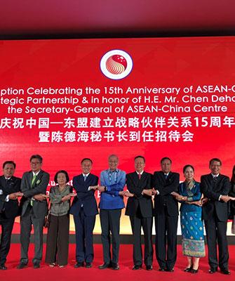 2013年东方君泰和中国-东盟中心合作,在香港成立君泰容闳国际教育有限公司为东盟10国的来华留学生提供专业的留学顾问工作,以及为来华留学毕业生提供完善的就业指导和职业发展规划,受到东盟各国留学生及家长们的热烈好评。随着中央实施一带一路战略,君泰为中国企业走出去提供了完善的属地化人才解决方案。